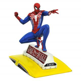 Diamond Select Toys Gallery Marvel: Spider-Man on Taxi Szobor